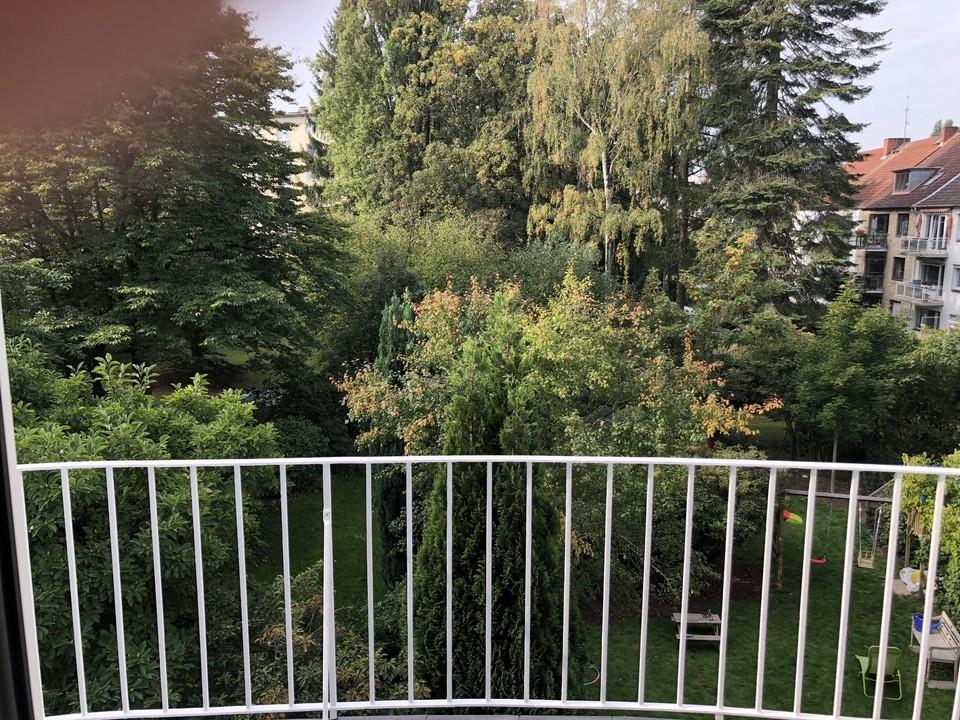 Balkon mit grüner Aussicht