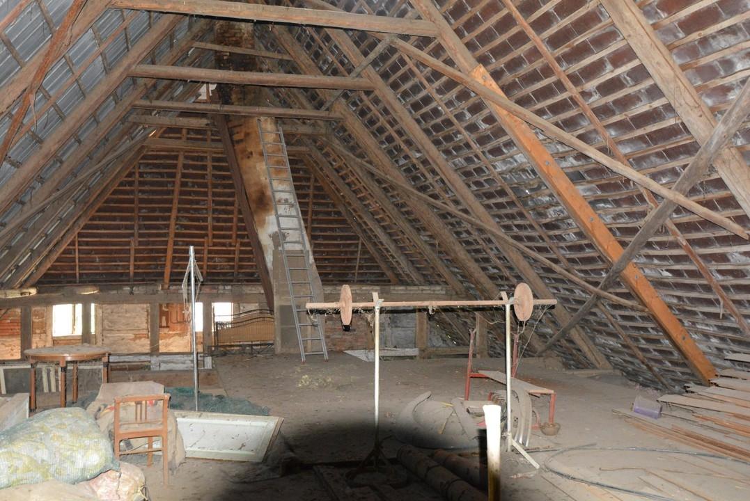 riesiger Dachboden